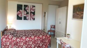 camera con cucina in struttura rinnovata