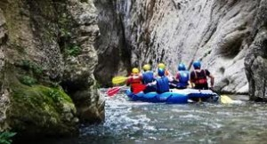 rafting tra le rocce